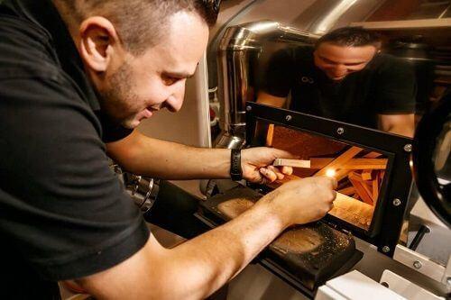 Fabio torréfie nos café en respectant l'environnement